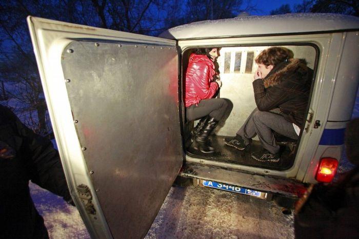 Недовольная зарплатой проститутка сдала полиции притон, в котор